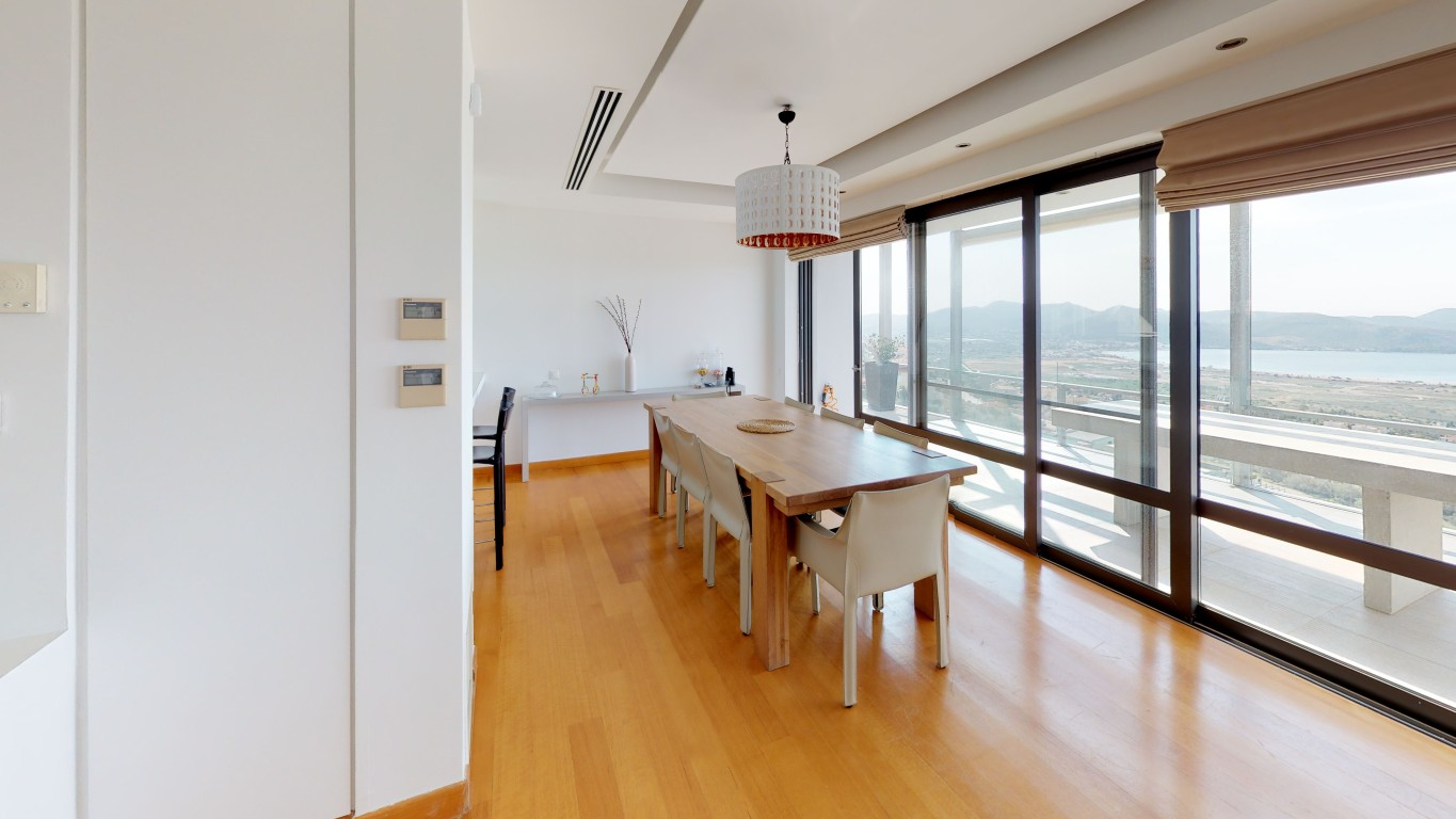 Amenity-A0002-Dining-Room