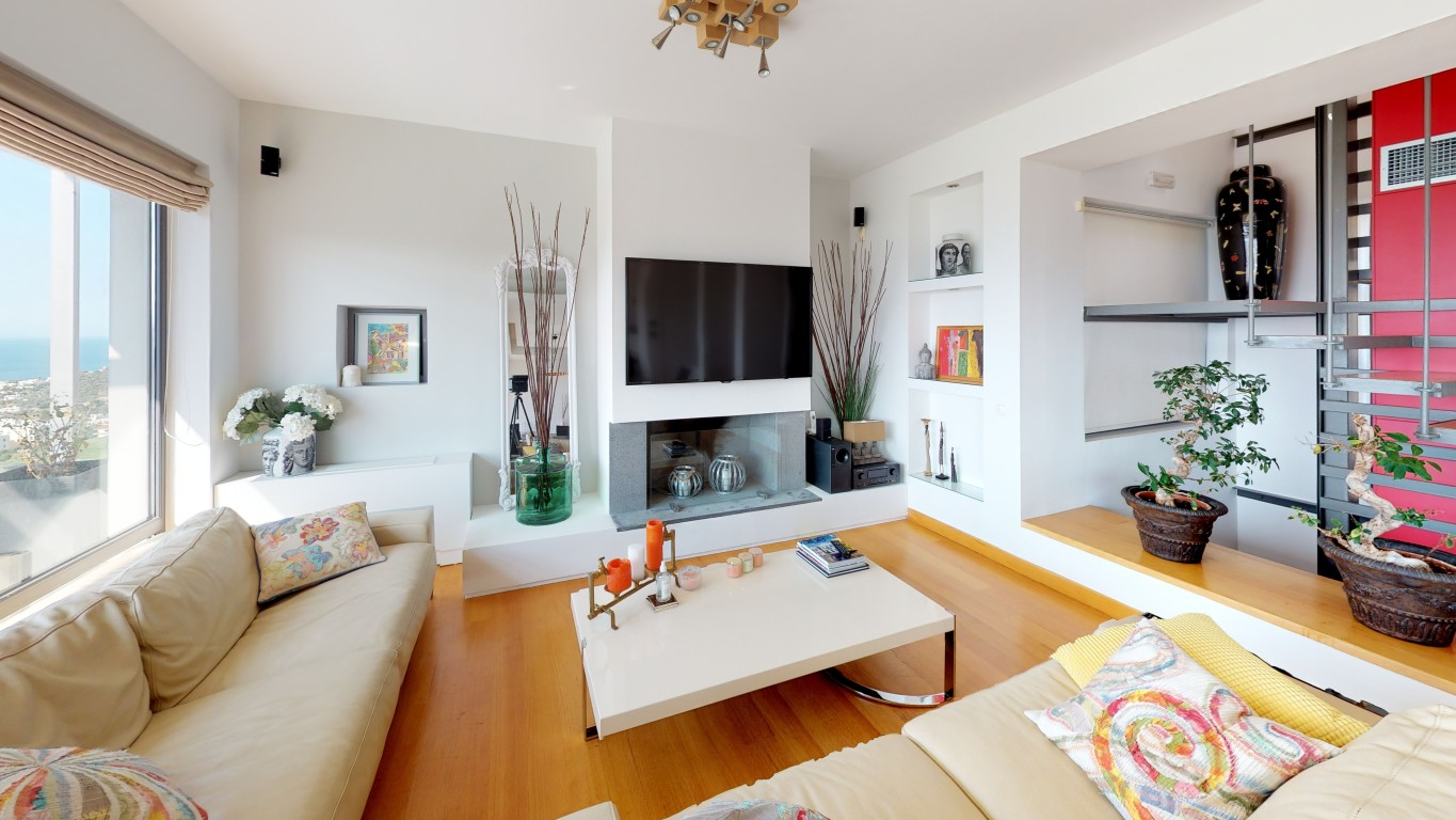 Amenity-A0002-Living-Room